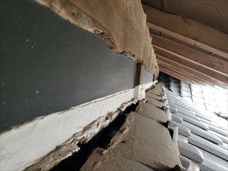 土居のしののし瓦が剥がれて落下しそうです