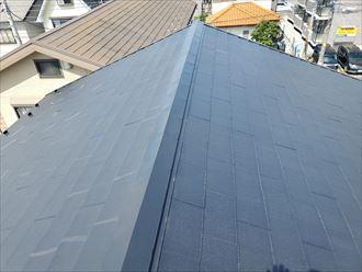 屋根葺き替え工事で既存の棟板金を解体