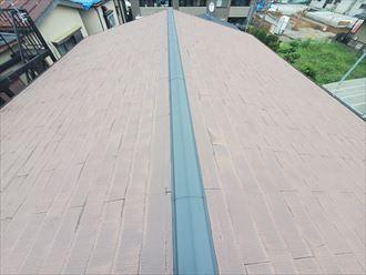 雨漏りが発生しているスレート屋根の調査の様子