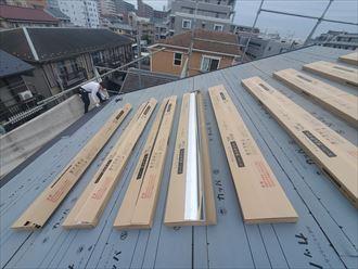 屋根葺き替え工事でスーパーガルテクトを設置