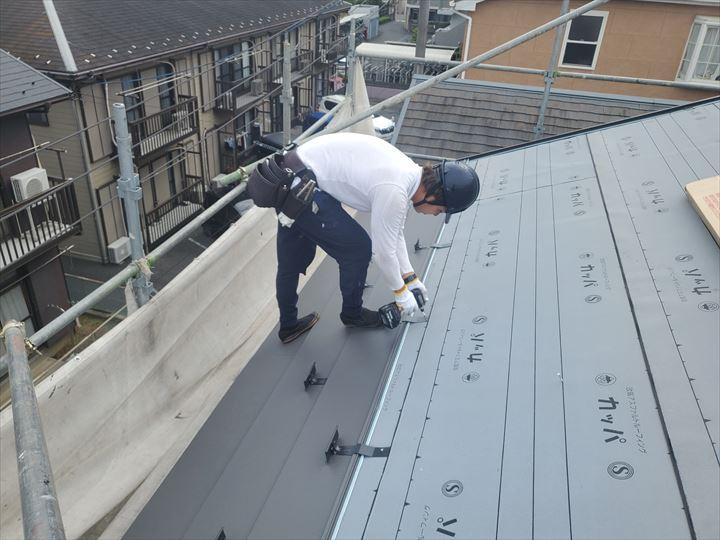屋根葺き替え工事で雪止め設置