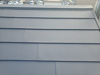 屋根葺き替え工事の棟板金設置