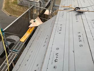 屋根葺き替え工事にてルーフィング敷設の様子