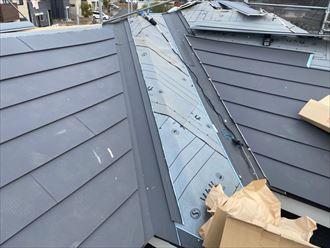 スーパーガルテクトを使用した屋根葺き替え工事