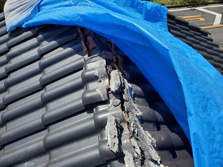 令和元年房総半島台風の影響で棟瓦が飛散し防水紙が露出