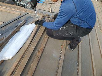 瓦屋根の屋根葺き替え工事にて瓦桟を撤去