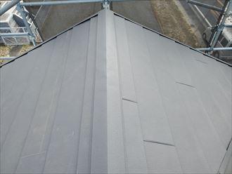 屋根葺き替え工事で棟板金を設置