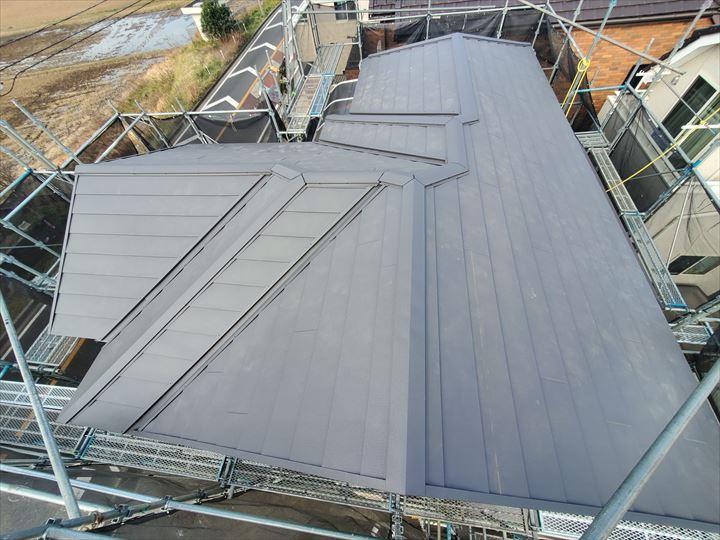 スーパガルテクトを使用した屋根葺き替え工事が完了