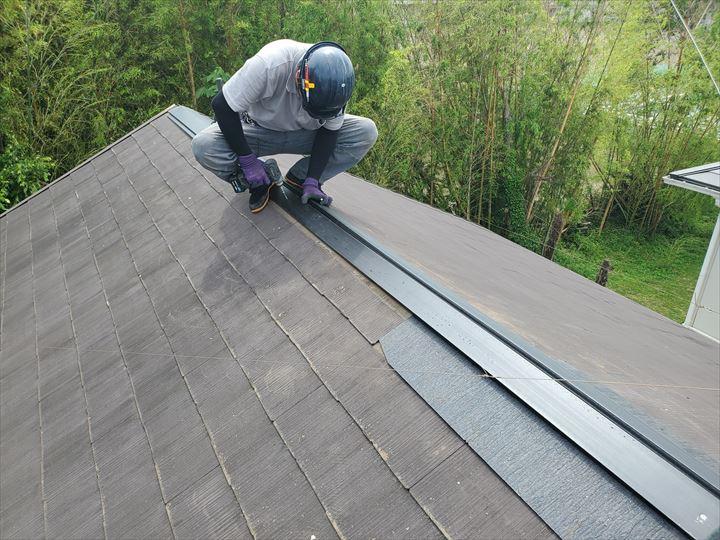 棟板金交換工事で耐久性に優れた樹脂製貫板を使用