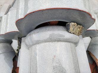 鬼瓦の隙間から雨水が浸入すると雨漏りに繋がります