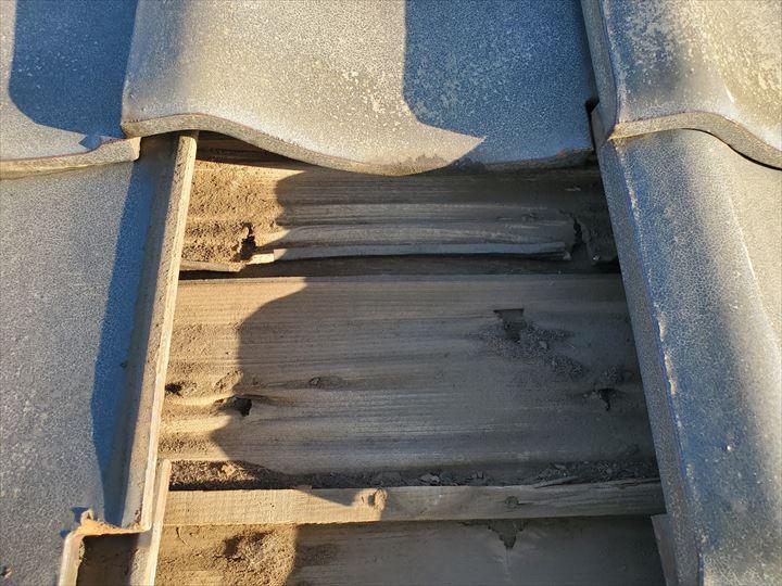 防水紙の穴あきや捲れは雨漏りに繋がります