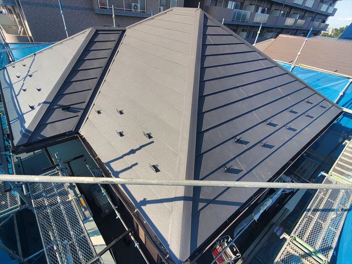 船橋市七林町にて行った屋根カバー工事が完了です