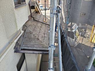 下屋根の既存の瓦の解体撤去