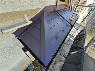 スーパーガルテクトを使用した屋根葺き替え工事の下屋根の様子
