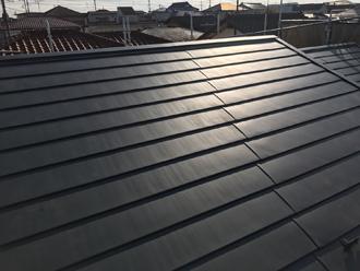 平葺きヒランビー(モスグリーン)で葺き替えた屋根