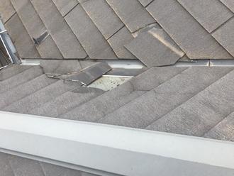 台風で破損したコロニアル屋根
