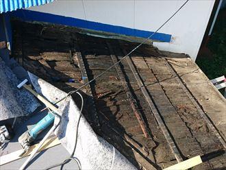 屋根材剥がし