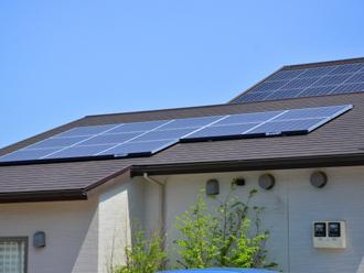 太陽光温水器や太陽光発電を屋根に設置している