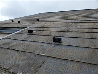 防水性が低下して苔・藻・カビが発生したスレート屋根