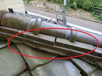 のし瓦がずれているので雨漏りに繋がります