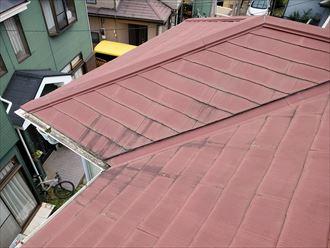 船橋市東船橋にて塗膜が剥がれたスレート屋根調査
