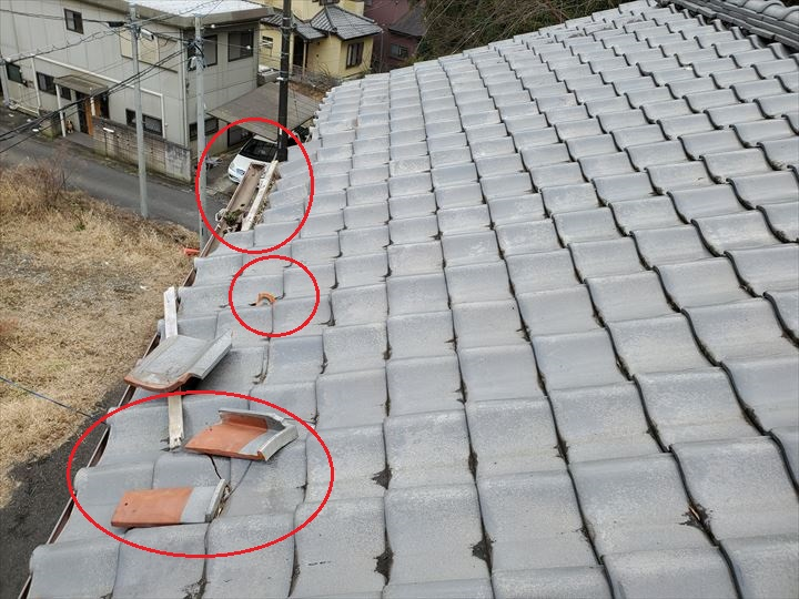 令和元年房総半島台風の影響で軒瓦が剥がれて周囲の瓦を割ってしまいました