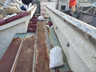 棟取り直し工事で漆喰を使用し新しい棟を造ります