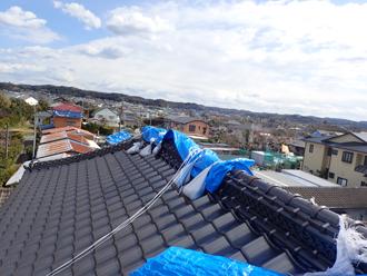 台風被害を受け養生された瓦屋根