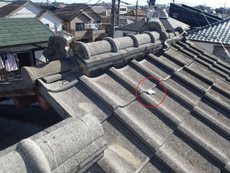 雨漏りが発生した瓦屋根の調査