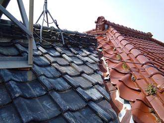 瓦屋根には不具合が生じています