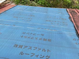 防水紙を敷設