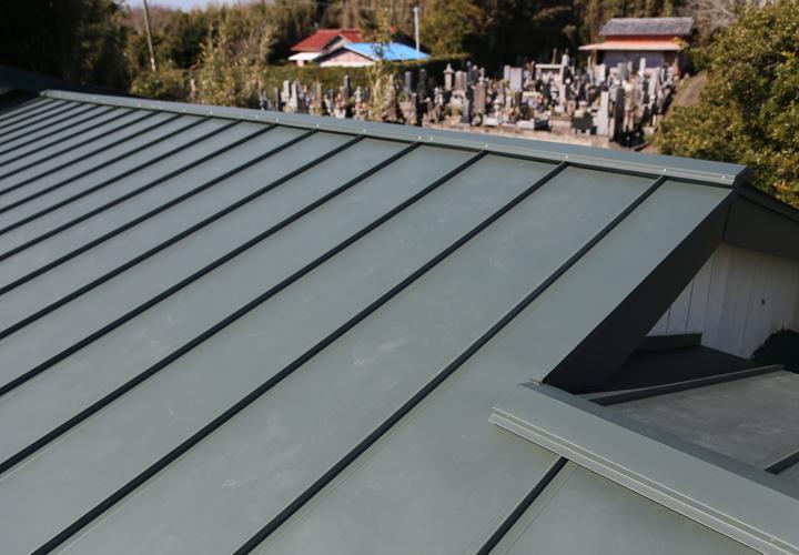 アールロックでカバー工事を行った屋根