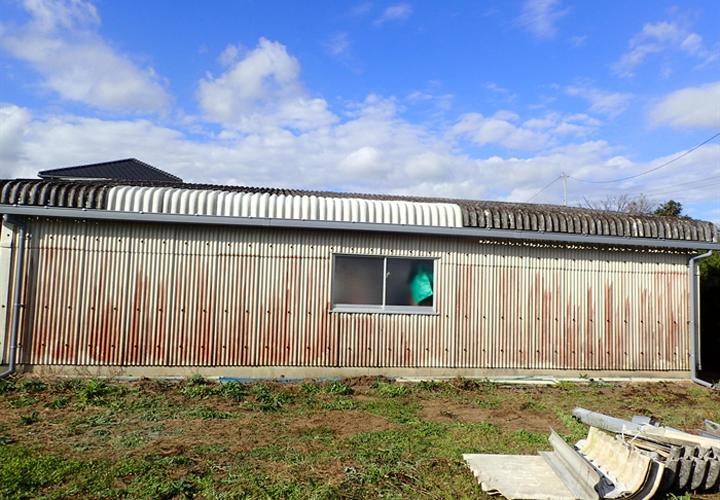 車庫の大波スレート張替え工事と雨樋復旧工事が竣工