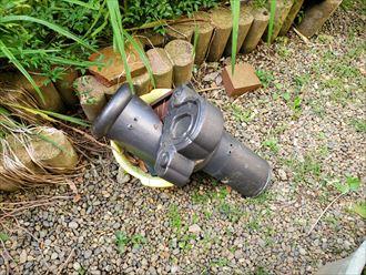 令和元年房総半島台風の影響により冠瓦と鬼瓦が落下