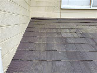 スレート屋根の防水性の低下で下屋根に苔が発生