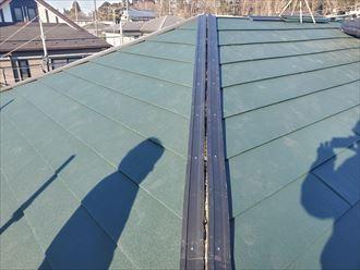 棟板金の貫板に耐久性に優れた樹脂製貫板を設置
