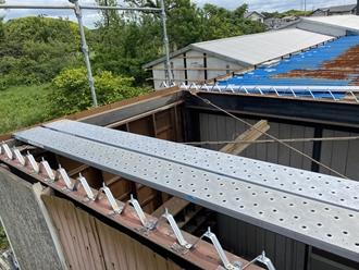 既存折半屋根の撤去