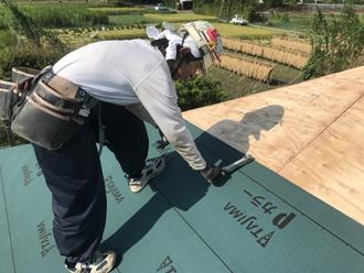 ルーフィング材を敷設