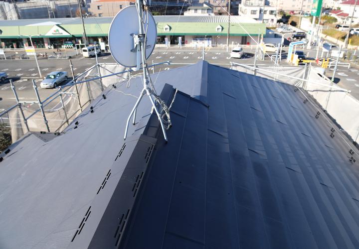 スーパーガルテクトフッ素を使用した葺き替え工事が竣工