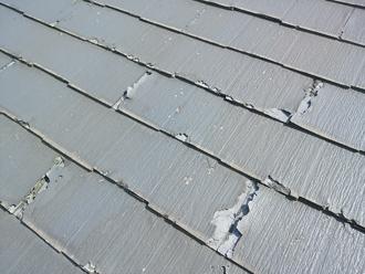 パミール屋根の表面が剥がれています