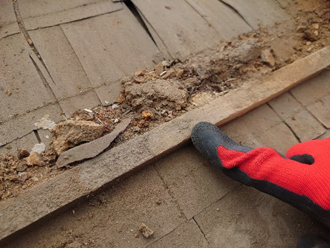 瓦屋根の下地を確認しました