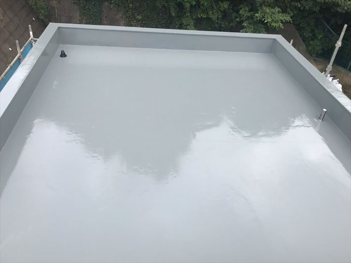 ウレタン塗膜防水通気緩衝工法にて行った陸屋根防水工事が完了