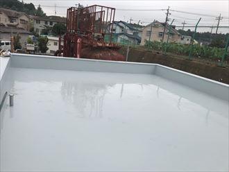 通気緩衝工法にてウレタン塗膜防水1層目