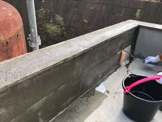 陸屋根通気緩衝工法にてプライマー塗布