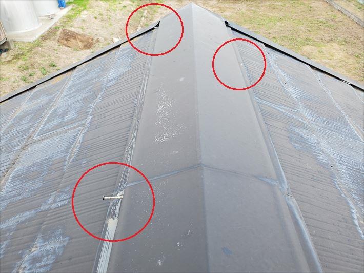 棟板金の釘が浮いてしまうと飛散に繋がります