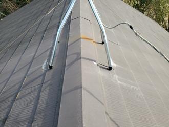 スレート屋根の棟板金が錆びています