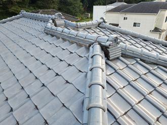 金属屋根材に葺き替えを検討している邸宅の瓦屋根