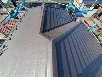 スーパーガルテクトを使用した屋根カバー工事が完了