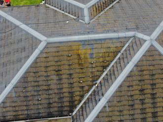 台風被害を受けたスレート屋根をドローンで確認