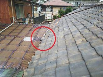 令和元年房総半島台風の影響でアンテナが倒れた瓦屋根の調査